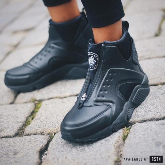 online store 94d57 ad3d0 Nike Women s AIR HUARACHE RUN MID BOOT. M 5b8b14d2aa8770ba7deace00